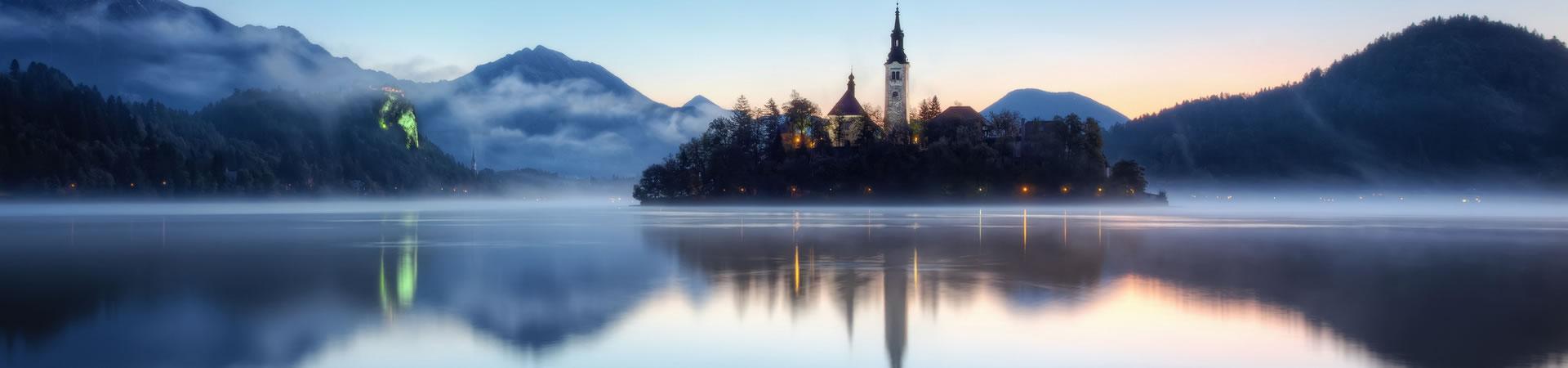 slovenia-lake-bledsoe-fog-landscape